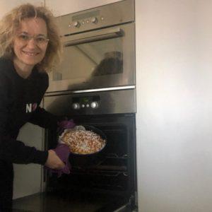 Marcella, Responsabile dei Progetti di Ness1 Escluso, si dedica a uno dei suoi hobby preferiti: la cucina!