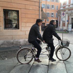 """""""Ciao, sono Paolo, e per restare in forma faccio un giro in bici con il papà"""""""
